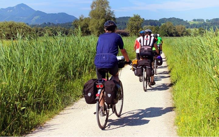 Planificación de itinerarios y conducción del grupo en el medio natural urbano